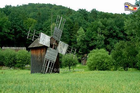 Polen, Sanok, Freilichtmuseum. Dieses Bockwindmühle stand früher in Urzejowice bei Przeworsk., Windmühle, Bockwindmühle, Polen, Freilichtmuseum, Skansen, Ethnografischer Park, Sanok