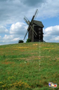 Polen, Wielkopolska, Moraczewo, Windmühle. Bockwindmühle, Polen, Moraczewo, Wielkopolska