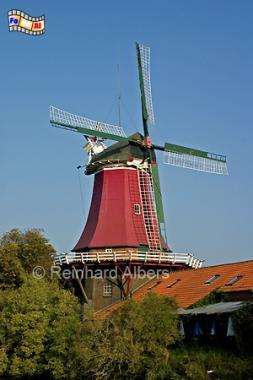 Greetsiel in Ostfriesland - Mühle Schoffs von 1921 ist eine von zwei Zwillingsmühlen, Windmühle, Ostfriesland, Greetsiel, Schoofs
