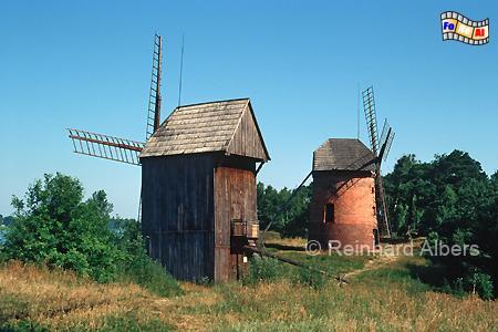 Polen - Im Ethnografischen Park Großpolens am Lednica-See stehen zwei Windmühlen., Windmühle, Polen, Ethnografischer Park, Wielkopolska, Dziekanowice, Lednogóra