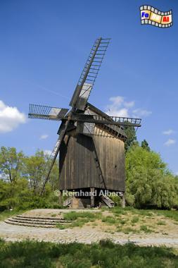 Diese Bockwindmühle wurde 1820 in Köpenick errichtet, 1872 nach Bohnsdorf versetzt und fand ihren jetzigen Standort im Verkehrs- und Technikmuseum in Berlin-Kreuzberg im Jahr 1983, Berlin, Technikmuseum, Mühle, Bockwindmühle, Köpenick