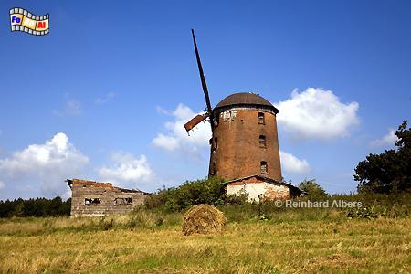 Polen - Die Windmühle in Zdrzewno (Zimdarsen) in Pommern ist nicht mehr im allerbesten Zustand., Polen, Polska, Windmühle, Zdrzewno, Zimdarsen, Pommern, Windmühle, foreal, Albers, Foto