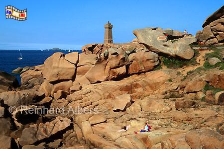 Ploumanach an der Küste des Granit rose in der Bretagne, Leuchtturm, Frankreich, Bretagne, Ploumanach