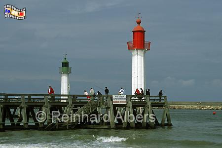 Trouville. Die beide Leuchttürme markieren die Hafeneinfahrt bzw. die Mündung des Touques., Leuchtturm, Frankreich, Normandie, Trouville