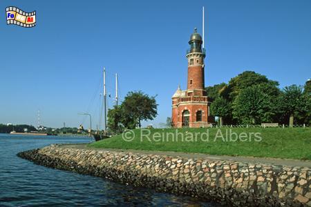 Der Leuchtturm in Kiel-Holtenau markiert die Einfahrt zum Nord-Ostsee-Kanal., Leuchtturm, Lighthouse, Phare, Farol, Deutschland, Schleswig-Holstein, Ostseeküste, Kiel, Holtenau
