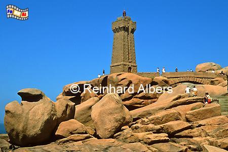 Ploumanach an der Küste des Granit rose in der Nordbretagne., Leuchtturm, Frankreich, Bretagne, Ploumanach, Granit Rose