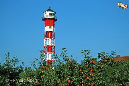 Das Oberfeuer Somfletherwisch im Alten Land steht mitten in einer Apfelplantage., Leuchtturm, Deutschland, Niedersachsen, Elbmarsch, Altes Land, Somfletherwisch