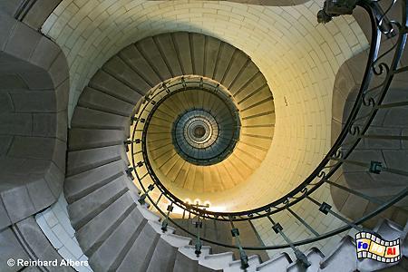 307 Stufen führen auf den 65 m hohen Phare d Eckmühl., Leuchtturm, Fankreich, Bretagne, Pointe de Penmarch, Phare d Eckmühl