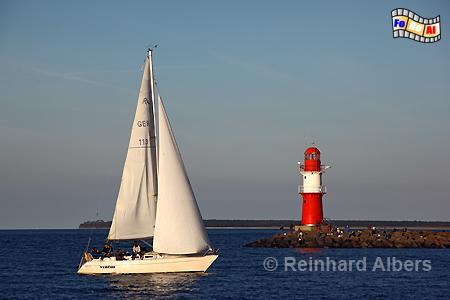 Warnemünde am Abend - Östliches Molenfeuer, Leuchtturm, Lighthouse, Phare, Warnemünde, Warnow, Mecklenburg, Albers, Foto, foreal,