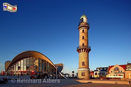 Abendstimmung beim Leuchtturm in Warnemünde., Leuchtturm, Lighthouse, Phare, Warnemünde, Warnow, Mecklenburg, Albers, Foto, foreal,