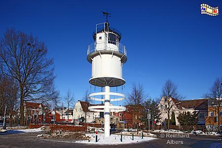 Die Laterne vom ehemaligen Leuchtturm Kiel Friedrichsort steht heute auf dem Heinrich-Rixen-Platz als Denkmal., Leuchtturm, Deutschland, Schleswig-Holstein, Ostseeküste, Kieler Förde, Kiel, Friedrichsort, Kiel-Friedrichsort,
