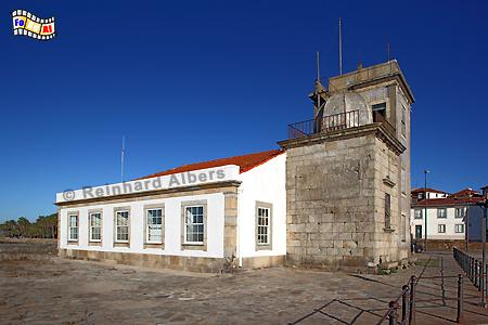 Porto am Douro. Der älteste existierende Leuchtturm Portugals aus dem Jahr 1527. Er wurde im Auftrag des Bischofs aus Viseu erbaut., Portugal, Porto, Douro, Leuchtturm, Farol, Phare, Albers, Foto, foreal,