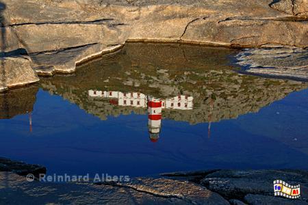Cabo Silleiro - Spiegelung in einer Felsmulde., Leuchtturm, Spanien, Galicien, Silleiro, Albers, foreal, Foto,