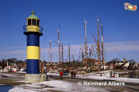 Der alte Leuchtturm im Hafen von Eckernförde., Leuchtturm, Deutschland, Schleswig-Holstein, Eckernförde, Albers, Foto, foreal, Ostseeküste,