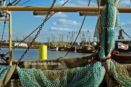 Huseum - Fischerkutter im Hafen,