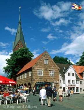 Flensburg - Nordermarkt mit Marienkirche im Hintergrund, Flensburg, Marienkirche, Nordermarkt, Ostseeküste, Albers, Foto, foreal,