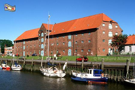 Tönning - Packhaus am Hafen, Schleswig-Holstein, Tönning, Hafen, Packhaus, Speicher, Nordseeküste, Albers, Foto, foreal,