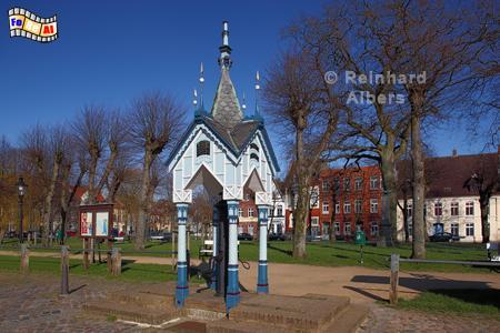 Friedrichstadt - Historische Wasserpumpe auf dem Marktplatz, Schleswig-Holstein, Friedrichstadt, Wasserpumpe, Foto, Albers, foreal,