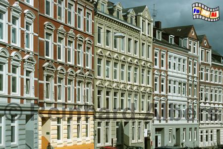 Schöne Hausfassaden aus der Gründerzeit findet man u.a. noch in der Kirchhofallee., Kiel, Kirchhofallee, Gründerzeit, Hausfassaden