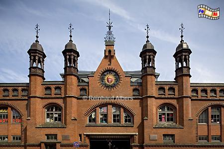 Hala Targowa - Markthalle wurde 1895 im neugotischen Backsteinstil errichtet. Die in den beiden Weltkriegen verschont gebliebene Halle wurde erst kürzlich innen und außen general überholt., Polen, Danzig, Gdańsk, Rechtstadt, Dominikanerhalle, Albers, Foto, foreal