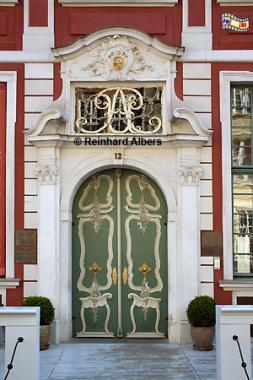 Eingang zum Uphagenhaus. Das Gebäude wurde für den Ratsherrn Johann Uphagen unter Leitung von Johann Benjamin Dreyer bis 1787 gebaut. Stilmäßig vereint es Elemente des Spätbarocks, des Rokokos und frühen Klassizismus., Polen, Danzig, Gdańsk, Rechtstadt, Albers, Foto, foreal
