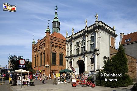 Die 1487-94 im flämischen Stil errichtete Georgshalle links im Bild. Rechts das Goldene Tor nach einem Entwurf von Abraham van den Blocke (1612-14)., Polen, Danzig, Gdańsk, Georgshalle, Goldenes Tor, Blocke, Rechtstadt, Albers, Foto, foreal