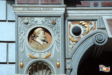 Dwór Artusa (Artushof) am Długi Targ (Langen Markt) - Fassadendetail mit dem Porträt des Poln. Königs Sigismund III. Wasa., Polen, Danzig, Gdańsk, Dwór, Artusa, Artushof, Albers, Foto, foreal