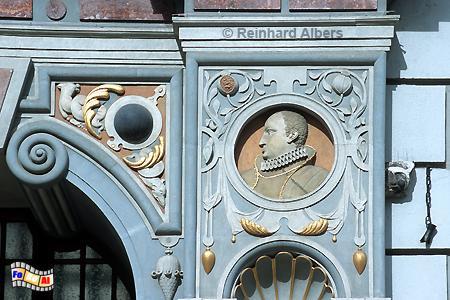 Dwór Artusa (Artushof) am Długi Targ (Langen Markt) - Fassadendetail mit dem Porträt des Polnischen Königs Władysław IV., Polen, Danzig, Gdańsk, Dwór, Artusa, Artushof, Albers, Foto, foreal