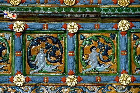 Dwór Artusa (Artushof) - Der im Jahr  1545 entstandene Kachelofen besteht aus 520 handbemalten Kacheln. , Polen, Danzig, Gdańsk, Dwór, Artusa, Artushof, Kachelofen, Albers, Foto, foreal