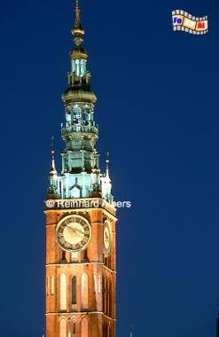 Den 81,5 m hohen Turm des Rathauses ziert seit 1561 eine lebensgroße, vergoldete Statue des polnischen Königs Sigismund August., Polen, Danzig, Gdańsk, Długi, Targ, Langer, Markt, Ratusz, Rathaus, Rechtstadt, Albers, Foto, foreal