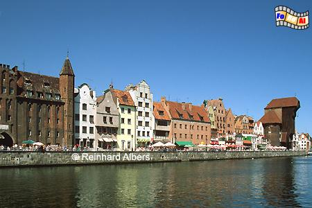 Gdańsk (Danzig) - Długi Pobrzeże (Lange Brücke). Mottlau-Ufer mit Krantor aus dem Jahr 1444., Polen, Danzig, Gdańsk, Lange Brücke, Długi, Pobrzeże, Krantor, Mottlau, Albers, Foto, foreal