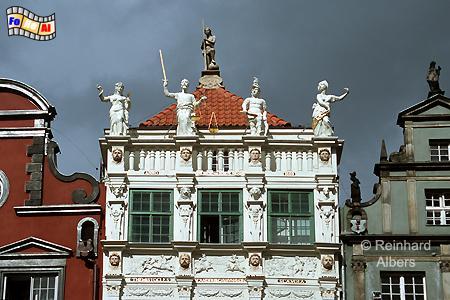 Das Goldene Haus am Długi Targ (Langer Markt) wurde Anfang des 17. Jhs. nach einen Entwurf von Abraham van dem Blocke für den damaligen Bürgermeister Johann Speymann errichtet., Polen, Danzig, Gdańsk, Długi, Targ, Langer, Markt, Rechtstadt, Goldene Haus, Albers, Foto, foreal