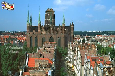 Gdańsk (Danzig) - Kościól Mariacki. Die Marienkirche mit der Ulica Mariacka (Frauengasse) im Vordergurnd., Gdańsk (Danzig) - Kościól Mariacki.