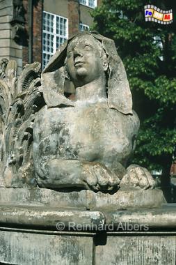 Figurenschmuck am Fontana Neptuna (Neptunbrunnen) auf dem  Długi Targ (Langen Markt). , Polen, Danzig, Gdańsk, Neptunbrunnen, Langer, Markt, Długi, Targ, Blocke, Stender, Albers, Foto, foreal