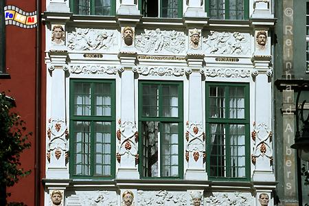 Das Goldene Haus am Langen Markt gilt mit seinem aufwendigen Fassadenschmuck als eines der schönsten Bürgerhäuser Danzigs., Polen, Danzig, Gdańsk, Długi, Targ, Langer, Markt, Rechtstadt, Goldene Haus, Albers, Foto, foreal