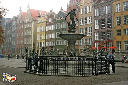 Długi Targ (Langer Markt) - Der Neptunbrunnen vor dem Artushof im Oktober., Polen, Danzig, Gdańsk, Neptunbrunnen, Langer, Markt, Długi, Targ, Albers, Foto, foreal