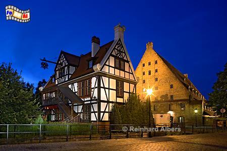 Die Große Mühle in der Danziger Altstadt geht auf das Jahr 1350 zurück und war bis 1945 in Betrieb. Links im Bild das Haus des Müllers., Polen, Danzig, Gdańsk, Altstadt, Große Mühle, Radaune, Albers, Foto, foreal