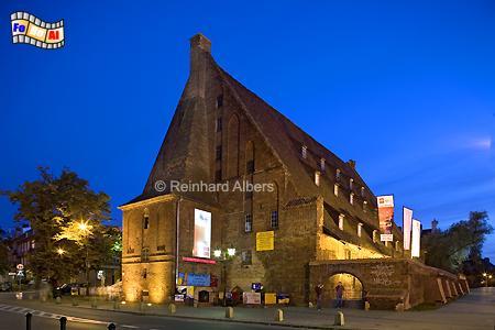 Die Große Mühle in der Danziger Altstadt geht auf das Jahr 1350 zurück und war bis 1945 in Betrieb., Polen, Danzig, Gdańsk, Altstadt, Große Mühle, Radaune, Albers, Foto, foreal