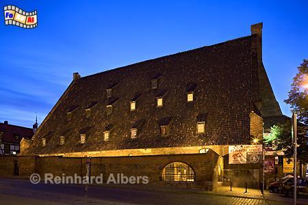 Die auf einer Insel im Rauane-Kanal gelegene Große Mühle aus dem Jahr 1350 verfügte an jeder Seite über 9 hintereinander gelegene Mühlräder., Polen, Danzig, Gdańsk, Altstadt, Große Mühle, Radaune, Albers, Foto, foreal