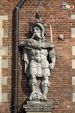 Figur an der Fassade des Großen Zeughauses., Polen, Danzig, Gdańsk, Rechtstadt, Zeughaus, Arsenal, Wappen, Albers, Foto, foreal