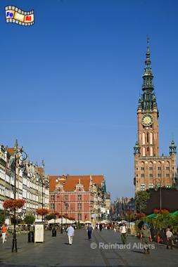 Der Długi Targ (Langer Markt) bildet seit 700 Jahrendas Herzstück der historischen Rechtstadt. Rechts im Hintergrund der Rathausturm., Polen, Danzig, Gdańsk, Długi, Targ, Langer, Markt, Ratusz, Rathaus, Rechtstadt, Albers, Foto, foreal
