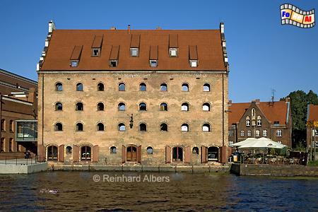 Der Königsspeicher (Spichrz Królewski) diente dem Polnischen Königen als Getreidespeicher. Er wurde 1621 nach einem Entwurf von J. Strakowski errichtet., Polen, Danzig, Gdańsk, Mottlau, Speicher, Bleihof, Ołowianka, Albers, Foto, foreal