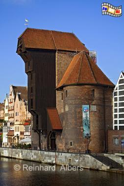 Gdańsk (Danzig) - Das Krantor verfügt über 2 Hebekräne in unterschiedlicher Höhe., Polen, Danzig, Gdańsk, Lange Brücke, Długi, Pobrzeże, Krantor, Mottlau, Albers, Foto, foreal