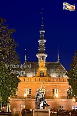 Gdańsk (Danzig) - Das Rathaus der Altstadt (1587-95) mit dem Denkmal für den Astronomen Jan Hevelius., Polen, Danzig, Gdańsk, Altstadt, Obbergen, Rathaus, Manierismus, Hevelius, Albers, Foto, foreal