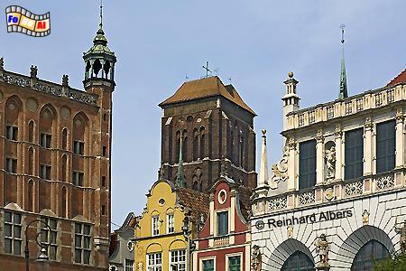 Blick auf die Marienkirche zwischen Rathaus und Artushof, Polen, Danzig, Gdańsk, Rechtstadt, Marienkirche, Kościól, Mariacki. Albers, Foto, foreal