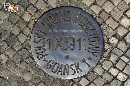 Gedenkplakette vor der Polnischen Post., Polen, Danzig, Gdańsk, Polnische, Post, Verteidiger, Altstadt, Albers, Foto, foreal