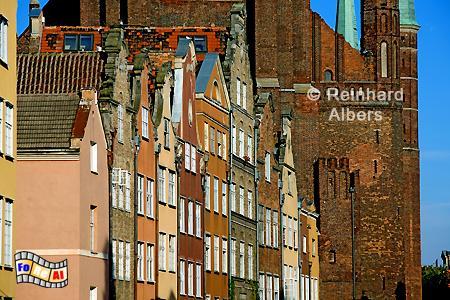 Blick durch die Ulica Piwna (Jopengasse) auf die Marienkirche., Polen, Danzig, Gdańsk, Rechtstadt, Jopengasse, Piwna. Albers, Foto, foreal
