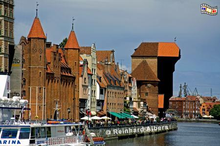 Gdańsk (Danzig) - Długi Pobrzeże (Lange Brücke). Mottlau-Ufer mit Krantor, Polen, Danzig, Gdańsk, Lange Brücke, Długi, Pobrzeże, Krantor, Mottlau, Albers, Foto, foreal