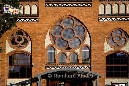 Eingangsfassade der Ostseephilharmonie, Polen, Danzig, Gdańsk, Mottlau, Speicher, Bleihof, Elektrizitätswerk, Ołowianka, Albers, Foto, foreal
