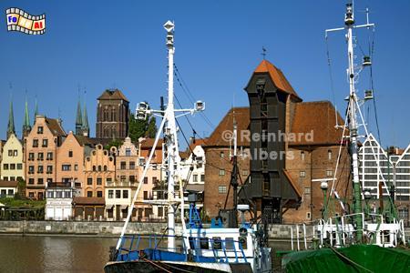Gdańsk (Danzig) - Das Krantor (poln. Żuraw) wurde 1442-44 errichtet. Mit Hilfe von zwei ca. 6 m im Durchmesser großen Trettrommeln konnten Lasten in 11 und 27 m Höhe gehoben werden., Polen, Danzig, Gdańsk, Lange Brücke, Długi, Pobrzeże, Krantor, Mottlau, Albers, Foto, foreal